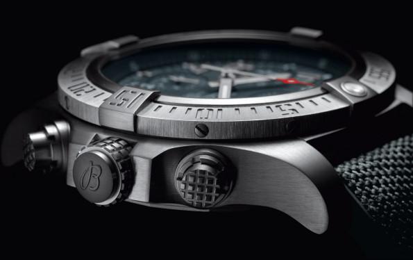 Breitling Avenger detail